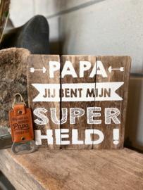 Cadeaupakket papa - vader / Tekstbordje 20 cm Papa jij bent mijn superheld + Bieropener Bonuspapa