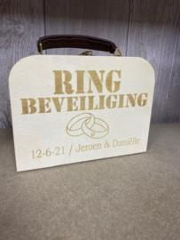 Houten koffertje met leren handvat / ring security