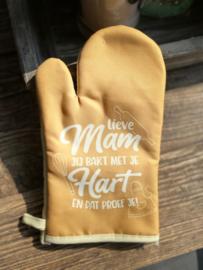 Ovenhandschoen met de tekst `Lieve mam, jij bakt met je hart en dat proef je`
