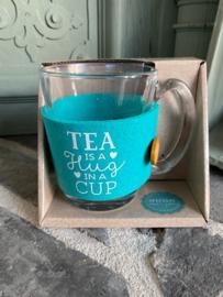 Theeglas met tekst TEA IS A HUG IN A CUP