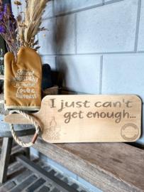 Ovenhandschoen met de tekst `The secret ingredient is alway love & happiness`+ serveerplank `I just can't get enough'