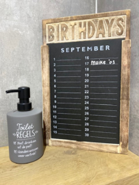 Houten verjaardagskalender + zeeppompje toiletregels