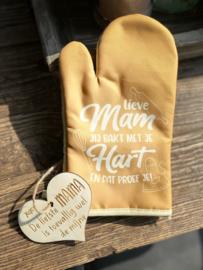 Ovenhandschoen met de tekst `Jij bakt met hart en ziel en dat proef je.`+ hartje liefste mama