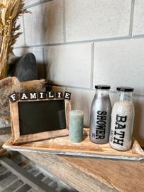 Decoratie-set houten dienblad (smal) / glazen fles met badzout en showergel / fotolijstje FAMILIE / kaarsje