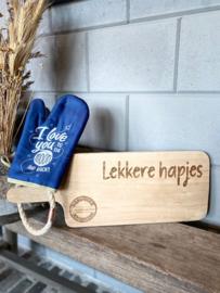 Ovenhandschoen met de tekst `I love you to the moon and back`+ Serveerplank Lekkere Hapjes
