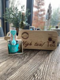 Serveerplank; High tea / Theeglas Met jou is een theetje.... / Theezeefje Gezelligste theeleut