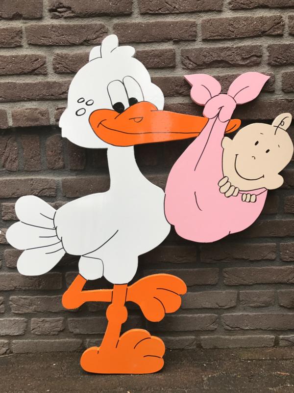 Ooievaar met baby in roze doek