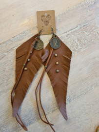 Feather leather oorbel
