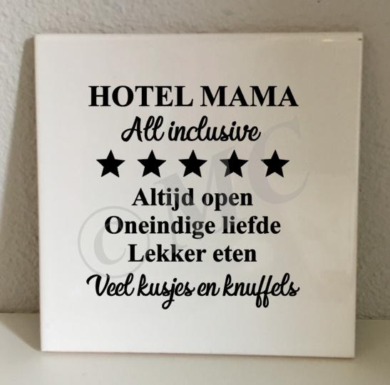tegel: Hotel Mama (Oma, Papa, Opa)