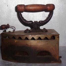 kolen strijkijzer met houten grip