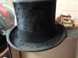 Antieke hoge hoed in aparte opberg doos