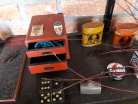 Antiek blikken ladenkastje  voor een kinderwinkeltje
