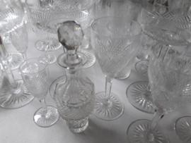 Waaier kristal geslepen flesje met dop op voet