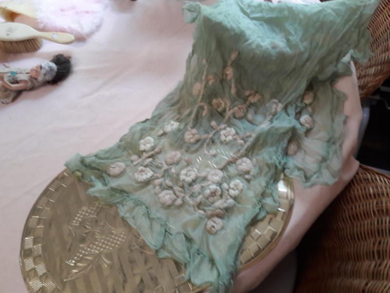 Antieke sjaal met apart borduurwerk