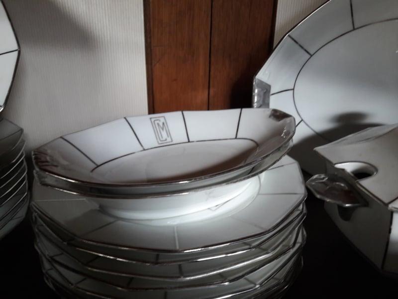 2 kleine vleesschalen van het porseleinen servies van Limoges (gemerkt)