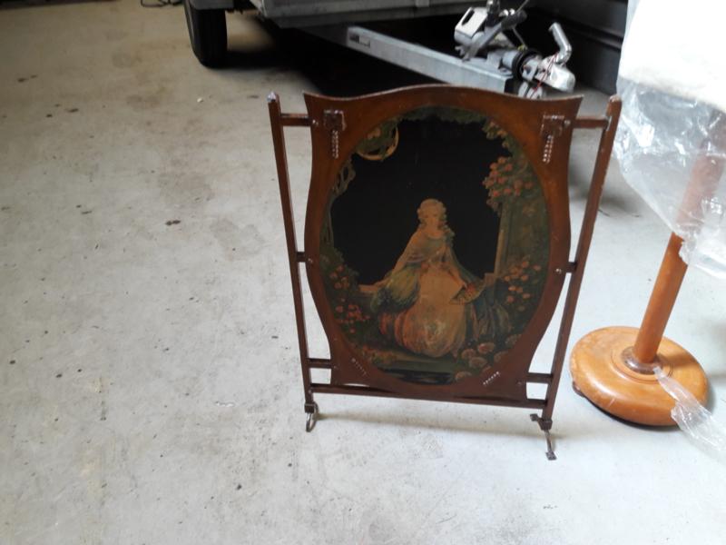 Antiek houten scherm met mooi tafreel