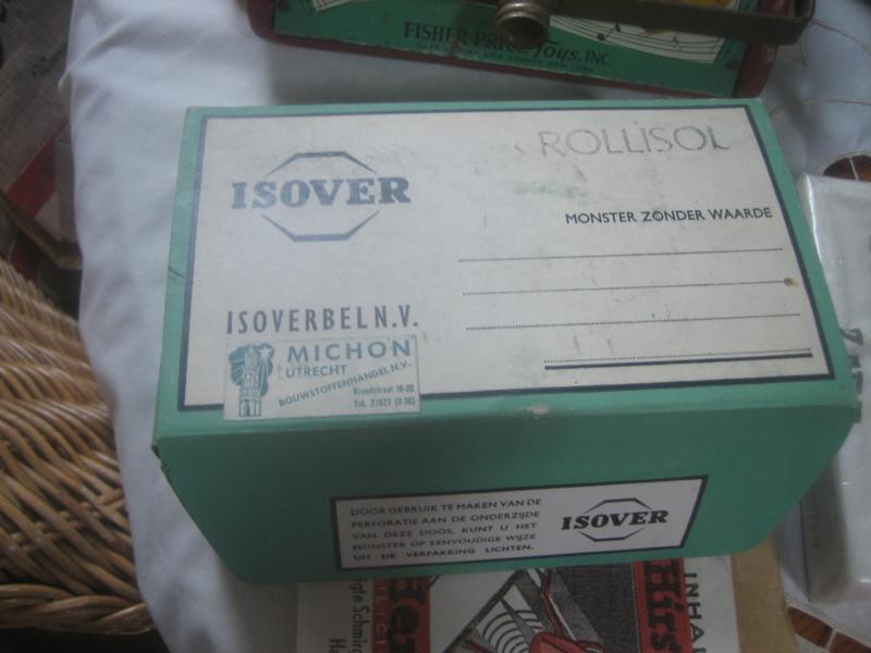 Originele doos van Isover gevuld met glaswol.