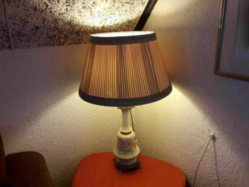 Antieke opaline lamp uit de 30er jaren