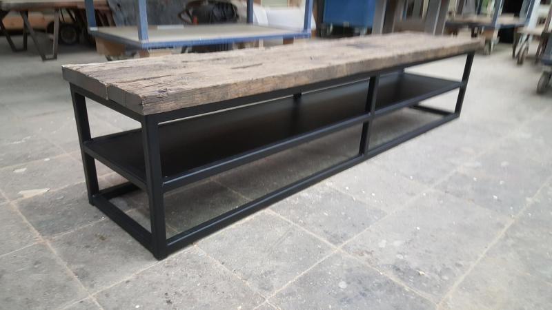 Verrassend TV meubel met stalen frame, onderstel afgewerkt met eiken wagonpanken LZ-85