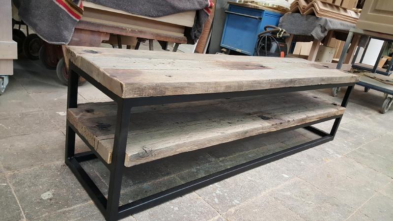 Goede TV meubel met stalen frame, onderstel afgewerkt met eiken wagonpanken FX-13