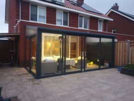 tuinkamer:  met aluminium schuifpui / gelaagd glas wanden en dak