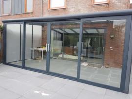 tuinkamer:  met aluminium schuifpui / polycarbonaat dakplaten opaal / kleur antracietgrijs / zijwanden polycarbonaat platen