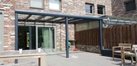 veranda antraciet grijs met met glazen dak / gehard glas