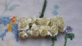 Papieren roosjes 2 cm