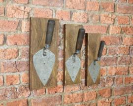 Set van drie troffels op hout