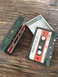 Cassette blikjes met rood blok