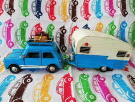 Auto met caravan blauw