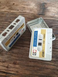 Cassette blikjes met blauw