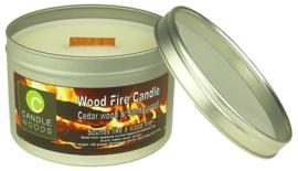 Candle Woods grote knetterende houtvuur geur kaars Pine Tree in blik met vensterdeksel en houtlont. Dennenboom/Kerstboom geur.