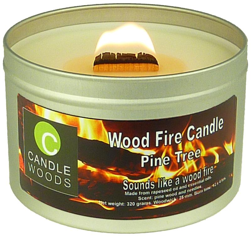 Candle Woods grote knetterende houtvuur geur kaars Pine Tree in blik met deksel en houtlont. Dennenboom/Kerstboom geur.