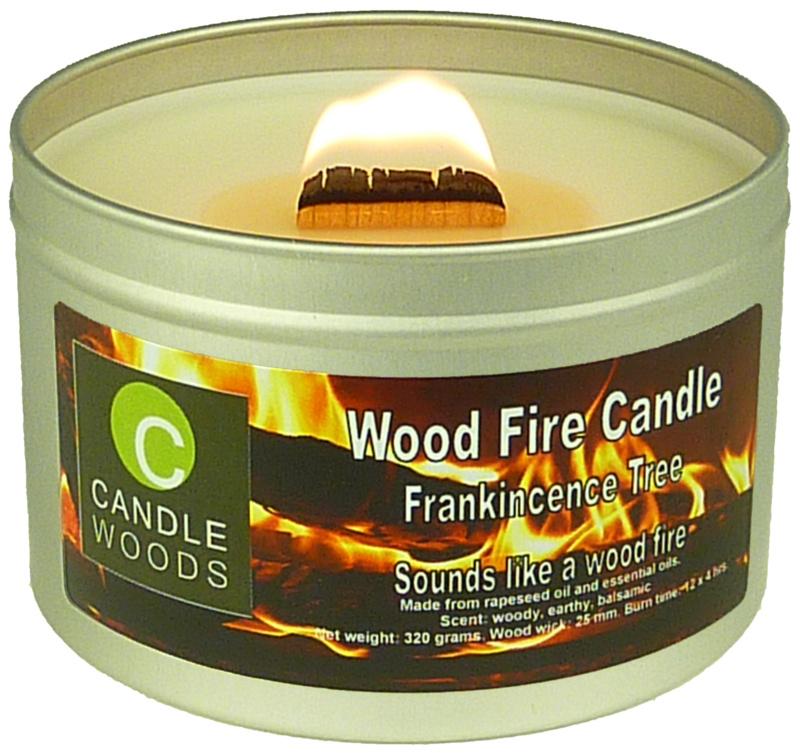Candle Woods grote knetterende houtvuur geur kaars Frankincence Tree in blik met deksel en houtlont. Wierook geur.