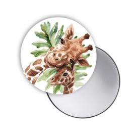 Spiegeltje Giraffe met groen blad