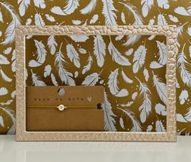Armbandje elastiek met wit/goud hartje