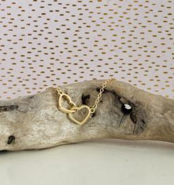 Armbandje metalen hartjes