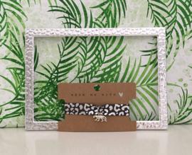 Armbandje elastisch lint leopard met panter bedel