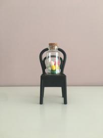 Happy Pills in een glazen flesje.