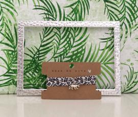 Armbandje elastisch lint leopard met panter bedeltje