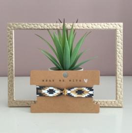 Armbandje elastisch lint Aztec grey met goudkleurige cactus.