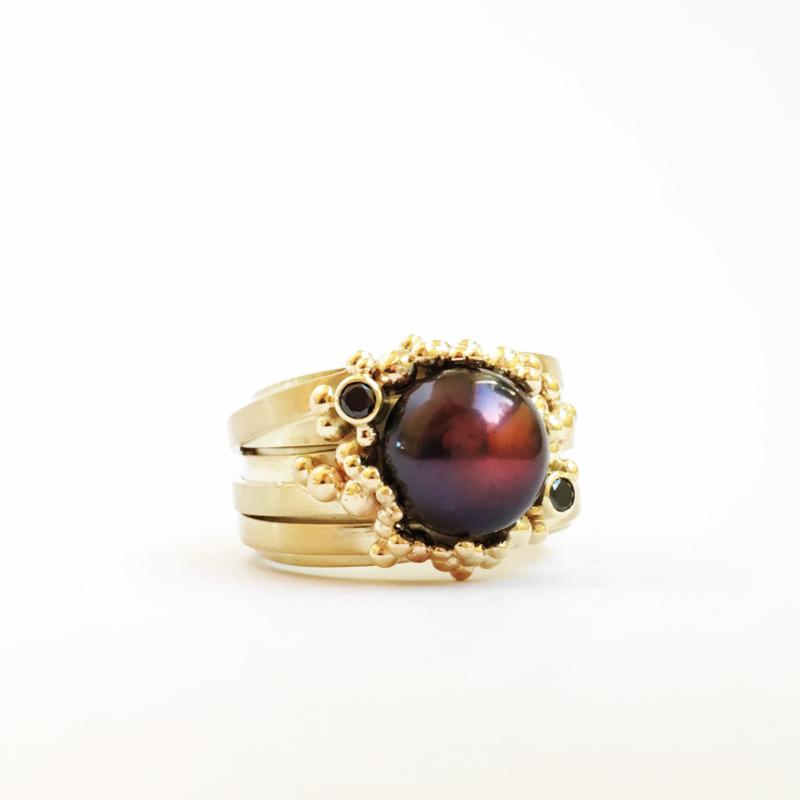 Black pearl with black diamonds