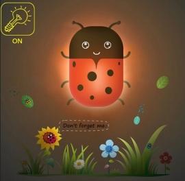 LED nachtlampje - Lieveheersbeestje met leuke muurstickers