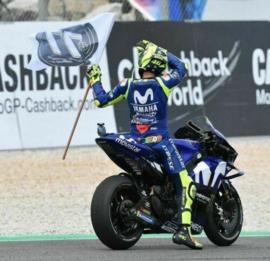 "1;12<>SET - YAMAHA YZR-M1 + Figurine ROSSI + Flag Memory Andreas #77- MotoGP 2018 ""Catalunya"" - mc122183246"