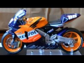 1;24<>HONDA RC 211V     MotoGP 2004  Nicky Hayden #69