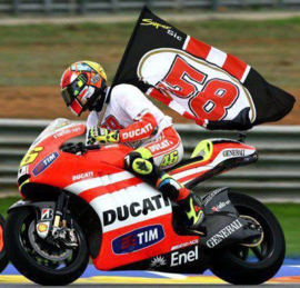 "1;12<>SET - DUCATI GP11.2 + FIG. ROSSI#46 with FLAG + 2x Pitboard #58. MotoGP2011. ""Tribute to Marco"". mc122112146"