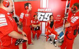 1;18<>DUCATI DESMO GP11 - MotoGP 2011  Hayden #69 + Intro