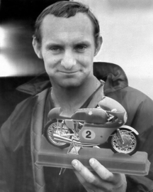 1;09<>Set - MV AGUSTA 500cc 4 cil. 1964 met figuur Protar  Mike Hailwood .