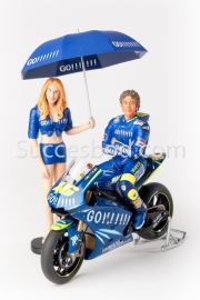 1;12<>SET - YAMAHA YZR-M1 + 2 pcs FIGURINES - MotoGP 2004 - ROSSI #46 + GRID GIRL.